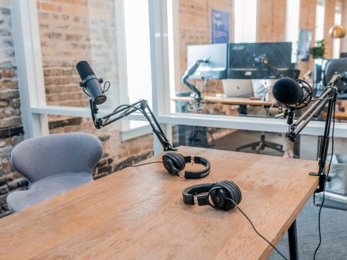 Podcast advertising is expected to grow over $1 billion by 2021